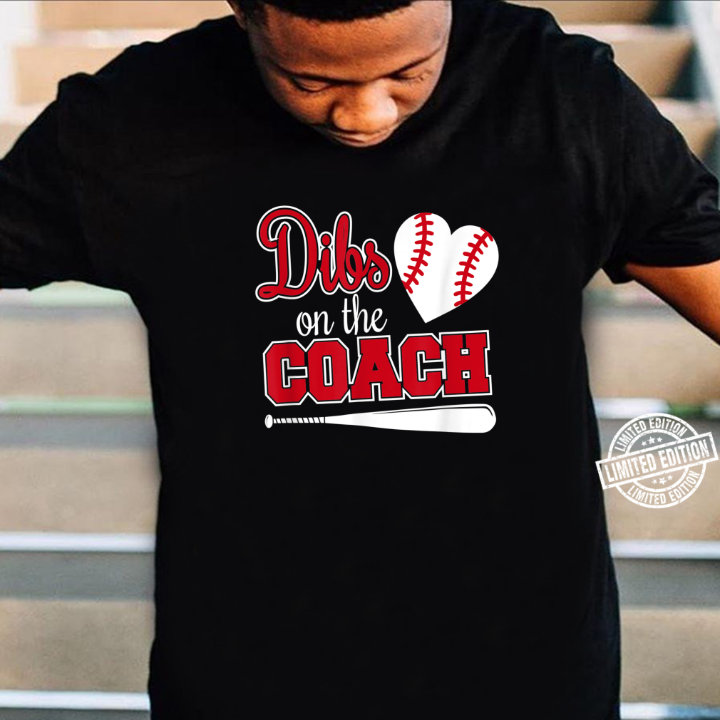 Baseballtrainer schenkt Dibs auf dem Trainer Shirt